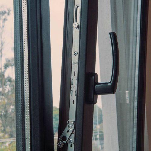La envolvente del edificio y las ventanas de PVC como pieza clave